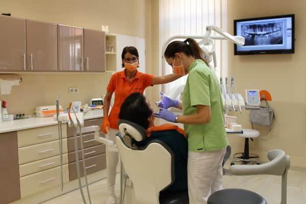 Zahnbehandlung im Med-Hun-Dent in Sopron