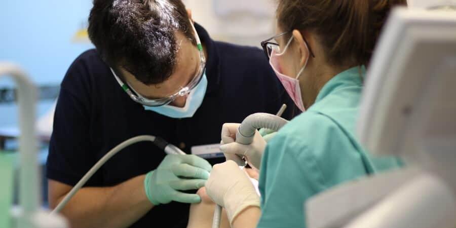 gute Zahnarzt in Ungarn